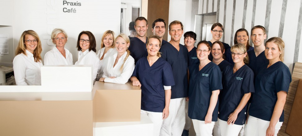 Teamfoto der Dental Praxis Kaltenkirchen