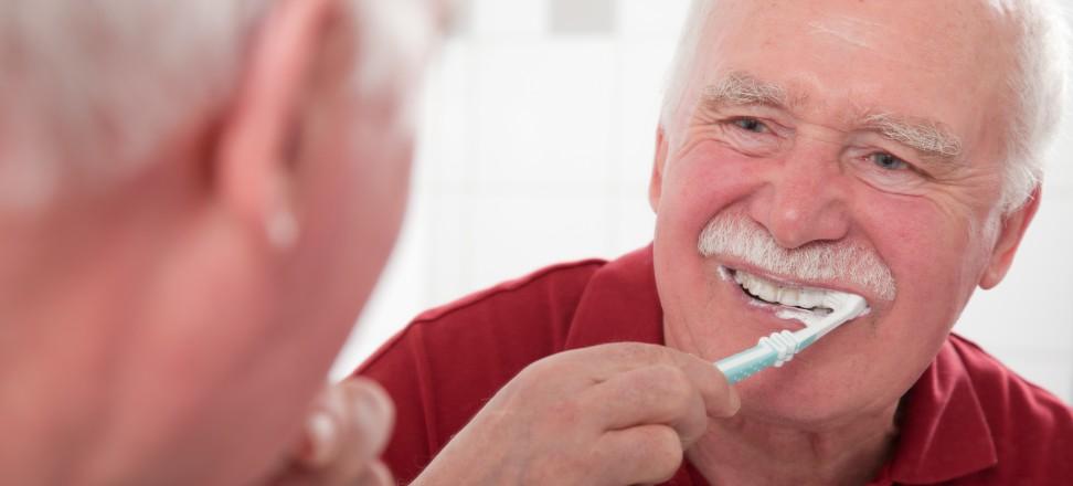 Quelle_Initiative proDente_Prophylaxe bei Zahnimplantaten gegen Periimplantitis