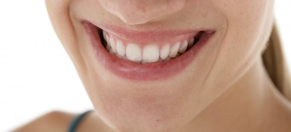 Prophylaxe: Bei der Zahnimplantat Versorgung an morgen denken | © Initiative proDente e.V.